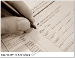 Handschriftlich ausgefüllte Anmeldekarten eingeben